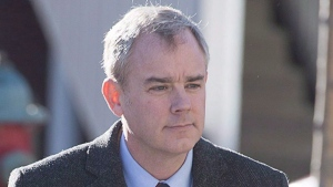 Dennis Oland heads to the Law Courts in Saint John, N.B. on Dec. 19, 2015. (Andrew Vaughan / THE CANADIAN PRESS)