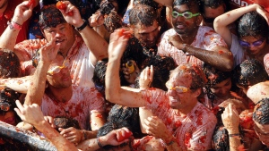 "Crowds of people throw tomatoes at each other, during the annual ""Tomatina"", tomato fight fiesta, in the village of Bunol, 50 kilometres outside Valencia, Spain, Wednesday, Aug. 31, 2016. (AP / Alberto Saiz)"