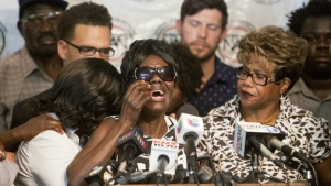 Pamela Benge, centre, spoke of the police shooting her son, Alfred Olango, at a press conference in San Diego, Calif. on Thursday Sept. 29, 2016. (AP / Don Boomer)