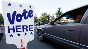A drive-in voting site in Denver on June 28, 2016. (David Zalubowski / AP)