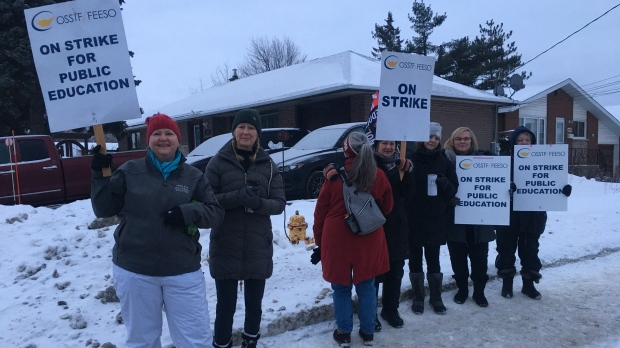 Education workers on the picket line in Sudbury