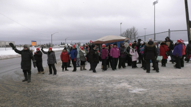 Education worker picket line in Timmins