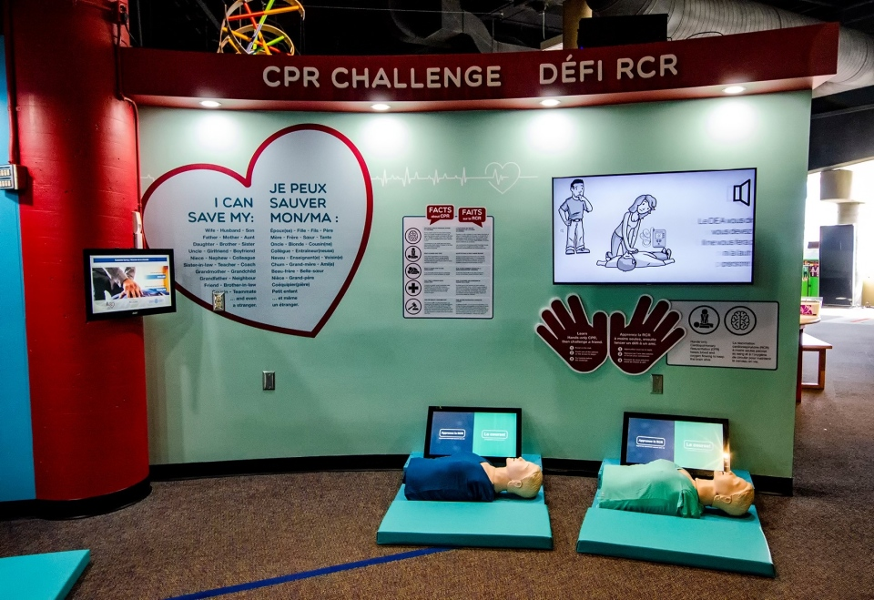 Hands-only CPR exhibit at Sudbury's Science North